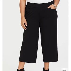 Nwt Torrid size 10 Black Wide leg Culotte pants